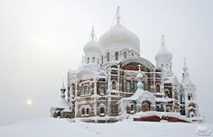 Monastery, Belgorod, Russia, in winter. I must visit in the winter Russian Architecture, Amazing Architecture, Beautiful World, Beautiful Places, Photography Competitions, Chapelle, Place Of Worship, Kirchen, Eastern Europe