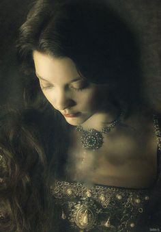 Anne Hawk, Lady of England and wife of Alan Hawk born Dorian Live Action, Science Fiction, Wars Of The Roses, Natalie Dormer, Pre Raphaelite, Anne Boleyn, Prince And Princess, Medieval Fantasy, Character Inspiration