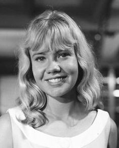 The daughter of John Mills and Mary Hayley Bell, Hayley Mills starred in a string of popular films from 1959 onwards, including 'Tiger Bay' [1959], 'Polyanna' [1960], 'The Parent Trap' and 'Whistle Down The Wind' [1961], 'The Chalk Garden' [1964], 'The Family Way' [1966], and 'Twisted Nerve' [1968], en route to becoming a national treasure.
