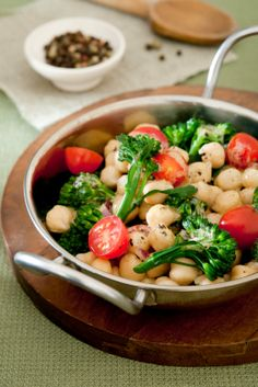 Broccoli tomato and chickpea salad #vegan