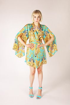 Asaka Kimono Pattern by Named Clothing. Open-front kimono with wide-cut sleeves. Get the pattern! Motif Kimono, Kimono Sewing Pattern, Dress Sewing, Pattern Dress, Fashion Fabric, Kimono Fashion, Diy Fashion, Fashion Tips, Clothing Patterns