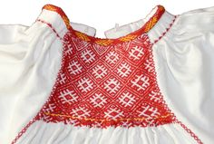 MET - partener de proiect - reconstituirea portului tradițional | Muzeul Etnografic al Transilvaniei Folk Clothing, Traditional Fashion, Peasant Blouse, Smocking, Crochet Top, Diy And Crafts, Textiles, Costumes, Embroidery