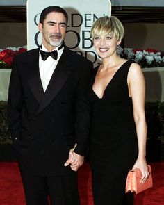 Is This Charlize Theron or Sharon Stone at the 2000 Golden Globes? Sharon Stone Short Hair, Sharon Stone Hairstyles, Hairstyles With Bangs, Short Straight Haircut, Short Hair Cuts, Haircut Pictures, Corte Y Color, Bowl Cut, Short Styles