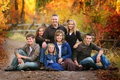 Large family photo shoot poses