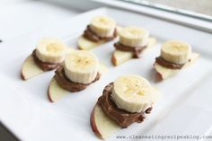 Clean Eating Snack – Apple, Banana and Nut Butter Sandwich-I'm using Nutella. Clean Eating Diet Plan, Clean Eating Desserts, Yummy Snacks, Healthy Snacks, Healthy Eating, Bananas, Weight Loss Meal Plan, Easy Healthy Recipes, The Best