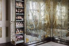 Decorating lessons by Alidad – Directorio Deco by Gloria Gonzalez Dressing Room Closet, Dressing Rooms, Room London, Forest Design, Old World Style, Shades Of Gold, Empire Style, Architectural Digest, Wall Spaces