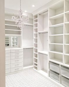 Walk In Closet Ideas - Searching for some fresh ideas to remodel your closet? Visit our gallery of leading luxury walk in closet layout ideas and also photos. Bedroom Closet Doors, Wardrobe Room, Walking Closet, Closet Renovation, Closet Remodel, Master Closet Design, Design Bedroom, Bedroom Decor, Bedroom Ideas