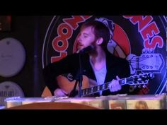 ▶ Kevin Devine - Letting A Good One Go (live) - YouTube