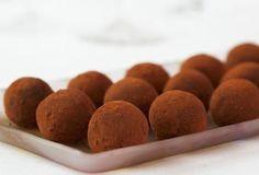 Chocolate Truffles - how to make chocolate truffles Death By Chocolate, Belgian Chocolate, Decadent Chocolate, Chocolate Truffles, Belgian Truffles, Baking Recipes, Dessert Recipes, Romantic Desserts, Truffle Recipe