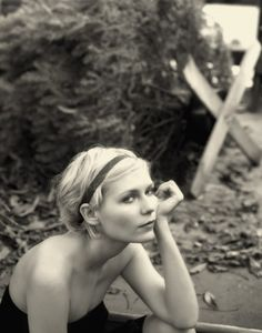 Try tying a ribbon in your hair like Kirsten Dunst