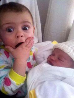 Ternura máxima: 32 fotos de hermanos mayores conociendo a sus hermanos recién nacidos
