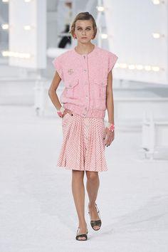 Défilé Chanel Printemps-été 2021 Prêt-à-porter - Madame Figaro Fashion Week, Spring Fashion, High Fashion, Fashion Show, Fashion Outfits, Couture Fashion, Runway Fashion, Paris Fashion, Primavera Chanel