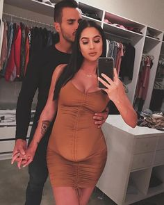 Most Romantic Maternity Photo Ideas - Wittyduck Pregnancy Goals, Pregnancy Outfits, Pregnancy Photos, Cute Maternity Outfits, Stylish Maternity, Maternity Fashion, Romantic Maternity Photos, Maternity Pictures, Baby Bump Style