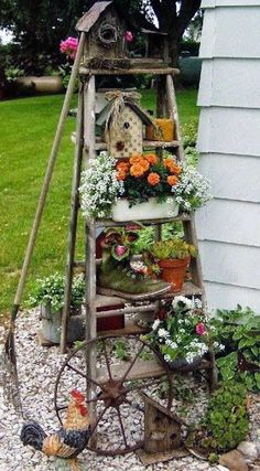 Get another best 29 Amazing Rustic Garden Backyard Landscaping Ideas You Might Love. Read our blog Garden Junk, Garden Yard Ideas, Garden Crafts, Garden Projects, Small Flower Gardens, Small Flowers, Flowers Garden, Tropical Flowers, Summer Flowers