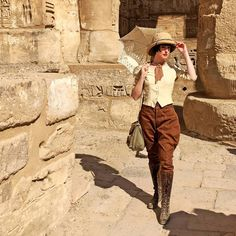 ATWWV - Colleen Darnell I am ridiculously giddy with excitement to finally show you this interview with the fabulous vintage Egyptologist Colleen Darnell in this latest installment of Around The World. Adventure Aesthetic, Adventure Style, Vintage Safari, Vintage Outfits, Vintage Fashion, Safari Nursery, Jungle Safari, Mode Vintage, Vintage Style