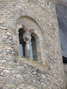Laval (Mayenne) - Château Vieux - fenêtre du donjon