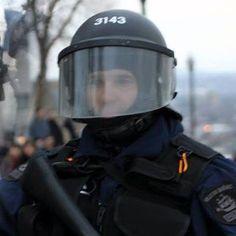 Charles-Scott Simard, SPVQ #3143 : Le congédiement du policier demandé sur les médias sociaux