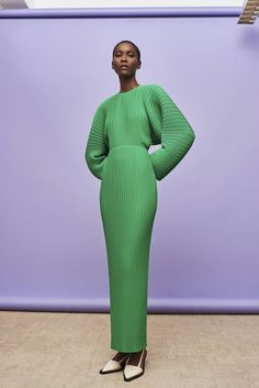 Discover the full Solace London collection of dresses with brand exclusives online now. Shop midi dresses, maxi dresses and gowns with UK next day or express global shipping. Vogue, Chef D Oeuvre, High Fashion, Womens Fashion, Green Fashion, Party Looks, Fashion Labels, Green Dress, Fashion Photography