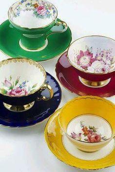 Vintage China Teacups and Saucers.love the colors! Tea Cup Set, My Cup Of Tea, Tea Cup Saucer, Tea Sets, Party Set, Glas Art, Vintage Cups, Vintage China, Vintage Party