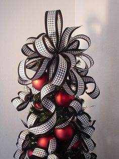 Customize your Christmas Decorations throughout your home, coordinate Christmas Tree Toppers, Centerpieces, Garland, Swags, Gifts, In/Outdoor Wreaths, etc. Houndstooth Tree Topper w/red accents, www.handmadegiftbows.com