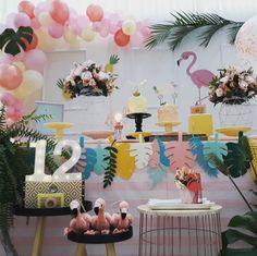 Festa Flamingo: 90 fotos + tutoriais para uma comemoração incrível Flamingo Party, Flamingo Birthday, Birthday Parties, Baby Shower, Home Decor, Hawaii, Party Ideas, Mini, Flamenco Party