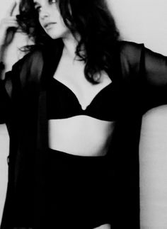 Emilia Clarke as Samantha Kane