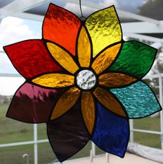 Stained Glass Quilt, Stained Glass Panels, Stained Glass Patterns, Stained Glass Suncatchers, Stained Glass Projects, Colour Wheel, Cd Art, Crafts Beautiful, Mosaic Glass