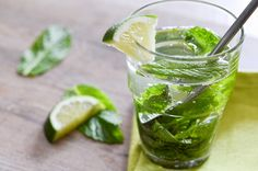 Fresh Mint Mojitos: the perfect rum based cocktail to bring on summer!