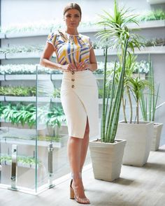 The women's fashion covers various types of pieces, but few have the possibility of being as sexy as a slit pencil skirt. If you find this item incred. Fashion Days, Fashion Wear, Work Fashion, Fashion Outfits, African Attire, African Fashion Dresses, African Dress, Summer Outfits For Moms, Classy Work Outfits
