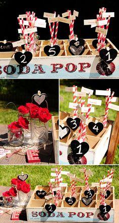 Ideas para organizar a los invitados de tu boda: cajas de madera vintage y pizarritas