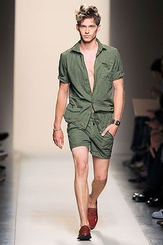 Get the latest men's fashion and style trends, celebrity style photos, news, tips and advice from top experts of GQ. Best Mens Fashion, Runway Fashion, Fashion Models, Fashion Show, Fashion Outfits, Fashion Tips, Fashion Design, Men's Fashion, Only Shorts