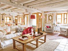 living room: www.daphnedecordesign.com Cette maison a tout pour plaire et surtout pour me plaire! Les chambres sous les combles, les murs de briques, les poutres apparentes ainsi que la décoration colorée font de cette maison un vrai ni...