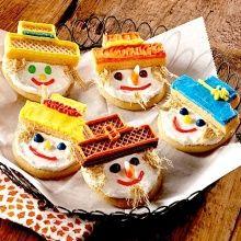 Recipe(tried): Sugar Cookies and Icing (re Eat-N-Park Smiley Sugar Cookie) - Recipelink.com