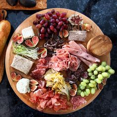 Host the ultimate bagel bar brunch and serve savory toppings with breakfast and lunch options. Bagel Bar, Plateau Charcuterie, Charcuterie And Cheese Board, Cheese Board Display, Cheese Boards, Food Platters, Cheese Platters, Serving Platters, Antipasto