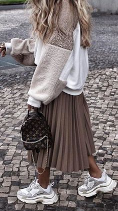 Cute Midi Skirt Outfits Perfect For Any Summer Occasion Fashion Mode, Modest Fashion, Look Fashion, Winter Fashion, Womens Fashion, Fashion Edgy, Fashion 2018, Mode Outfits, Skirt Outfits