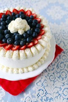 berry vanilla ice cream cake by annieseats Patriotic Desserts, Blue Desserts, 4th Of July Desserts, Frozen Desserts, Just Desserts, Delicious Desserts, Fourth Of July Cakes, July 4th, Dessert Crepes