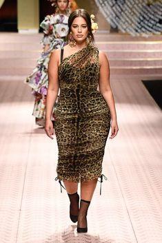 Dolce & Gabbana Spring 2019 Ready-to-Wear Fashion Show Collection: See the complete Dolce & Gabbana Spring 2019 Ready-to-Wear collection. Look 23 Curvy Girl Fashion, Look Fashion, Runway Fashion, Plus Size Fashion, Fashion Show, Fashion Outfits, Fashion Trends, Plus Size Dresses, Plus Size Outfits
