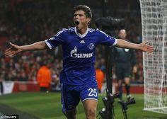 Bundesliga ekiplerinden Schalke 04'un Hollandalı golcüsü Klaas Jan Huntelaar'ın transferin son gününde Arsenal'e transfer olmanın kapısından döndüğü iddia edildi.