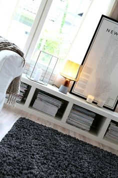 low contemporary storage and fabulous styling from the gorgeous blog http://divaaniblogit.fi/vaaleanpunainenhirsitalo/