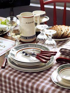 Vaisselle Saint Germain, couverts Plat du Jour et verres César accompagné du textile Brasserie des Poètes pour une ambiance Bistrot