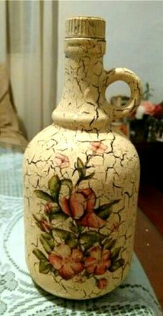 Discover thousands of images about Decorative Bottles : Botella craquelada -Read More – Glass Bottle Crafts, Wine Bottle Art, Painted Wine Bottles, Diy Bottle, Bottle Vase, Bottles And Jars, Decoupage Glass, Decoupage Vintage, Decoupage Art