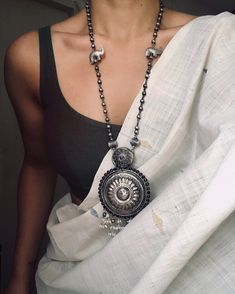 White saree with black blouse and oxidized silver necklace Source by Blouses Saree Jewellery, Fancy Jewellery, Silver Jewellery Indian, Silver Jewelry, Silver Rings, Jewellery Earrings, Effy Jewelry, Bridal Jewellery, Tribal Jewelry
