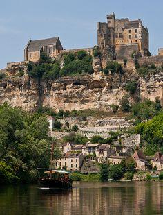 Beynac-et-Cazenac and Gabarre, Aquitaine, France by Saskya, via Flickr