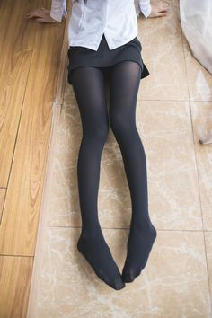 Pantyhose Fashion, Pantyhose Outfits, Fashion Tights, Tights Outfit, Gothic Fashion, Nylons, Black Pantyhose, Black Tights, Sheer Tights
