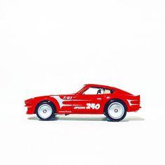 This ones really growing on me... Datsun 240 Z #hotwheels #hwc #hotwheelscollectors #diecastphotography #datsun #jdm #retro #toypics #thelamleygroup