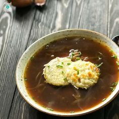 Slimming World friendly, Syn Free French Onion soup takes no time at all in the Instant Pot! Packed full of flavour, this makes a delicious lunch! Cheap Clean Eating, Clean Eating Snacks, Healthy Snacks, Healthy Recipes, Healthy Soup, Healthy Eating, Onion Soup Recipes, Ww Recipes, Cooking Recipes