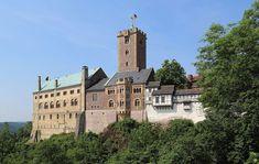 Het verhaal van Tannhäuser is gesitueerd in de Wartburg bij Eisenach Spain And Portugal, Romanesque, 12th Century, Europe, Mansions, House Styles, Building, Germany, Top