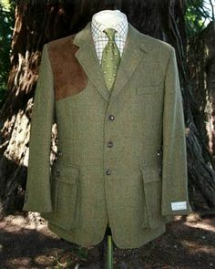I am firmly of the belief that every gentleman's wardrobe should contain at least one English style shooting jacket, in tweed of course.