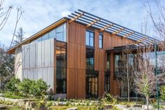 The David and Lucile Packard Foundation Headquarters: exterior building materials feature copper cladding with recycled content, Mt. Moriah stone tiles, and FSC-certified wood. (Photo by Mignon O'Young)