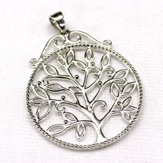 SOUTHERN GATES STERLING SILVER - SOUTHERN GATES STERLING SILVER ROUND OPEN LEAF TREE PENDANT W/ BEADED EDGING